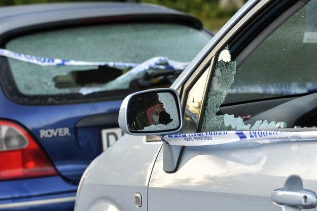 Samochód trafiony odłamkami, źródło SVD