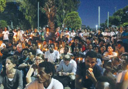 Milcząca demonstracja. Zdjęcie pochodzi z Jerusalem Post